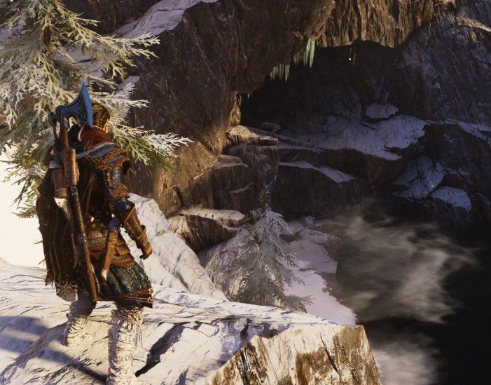 Пещера на берегу озера